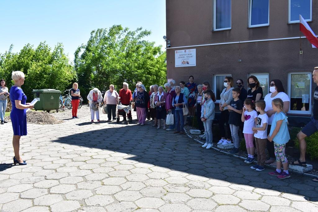 """Ilustracja do informacji: Tydzień Rodziny - Konkurs plastyczny """"Moja rodzina podczas epidemii"""""""